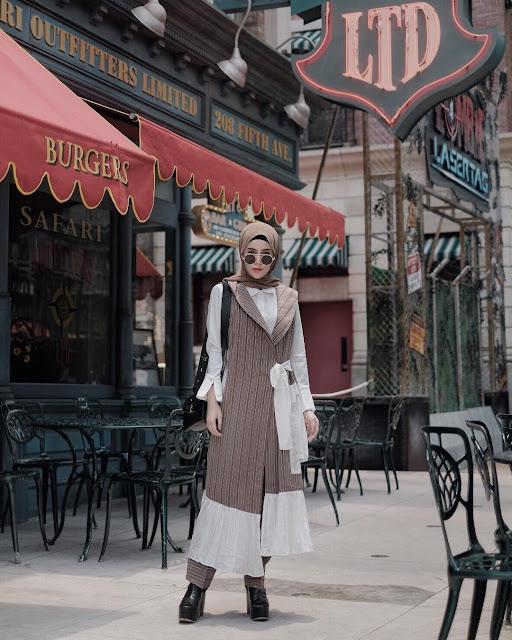 OOTD Baju Hijab Kekinian Ala Selebgram 2018 Tas sling shoulder satchel tote clutch bags high heels wedges ciput rajut ninja kacamata bulat hitam pashmina long outer cardigan celana pallazo cullotes coklat tua choco late mauve top kemeja putih outfit ootd selebgram 2018