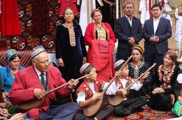 Школы закрыты, язык забыт. из Туркменистана уезжают последние русские