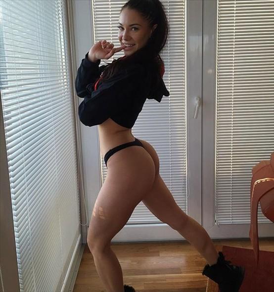 IFBB Fitness Model STEPHANIE DAVIS
