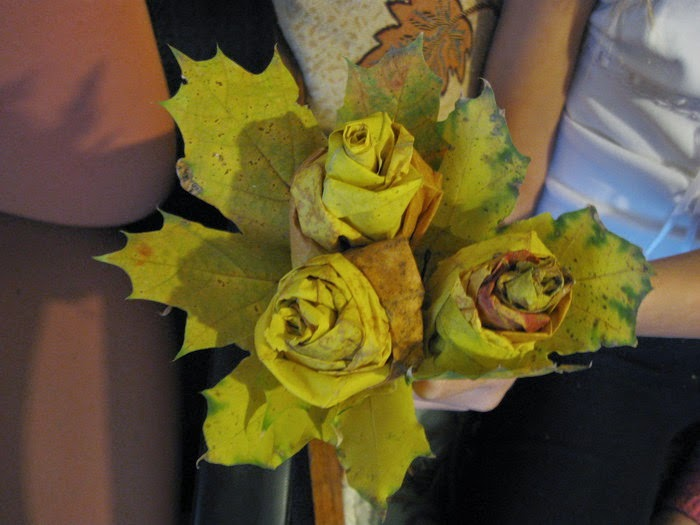 Розочки из кленовых листьев своими руками