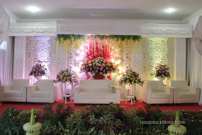 Foto Liputan Pernikahan Tyas & Joko | Bag.5 - Foto Persiapan Pesta Pada Resepsi Pernikahan Tyas & Joko 10 Juli 2016 | Klikmg.com Fotografer Pernikahan Purwokerto