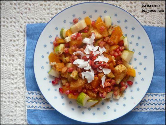 sałatka-owocowa-wegańska-witariańska-raw-z-gruszki-kaki-granatu
