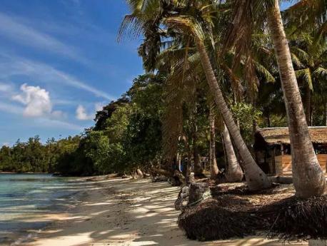 PULAU MENTAWAI: SURGA SURFER INDONESIA