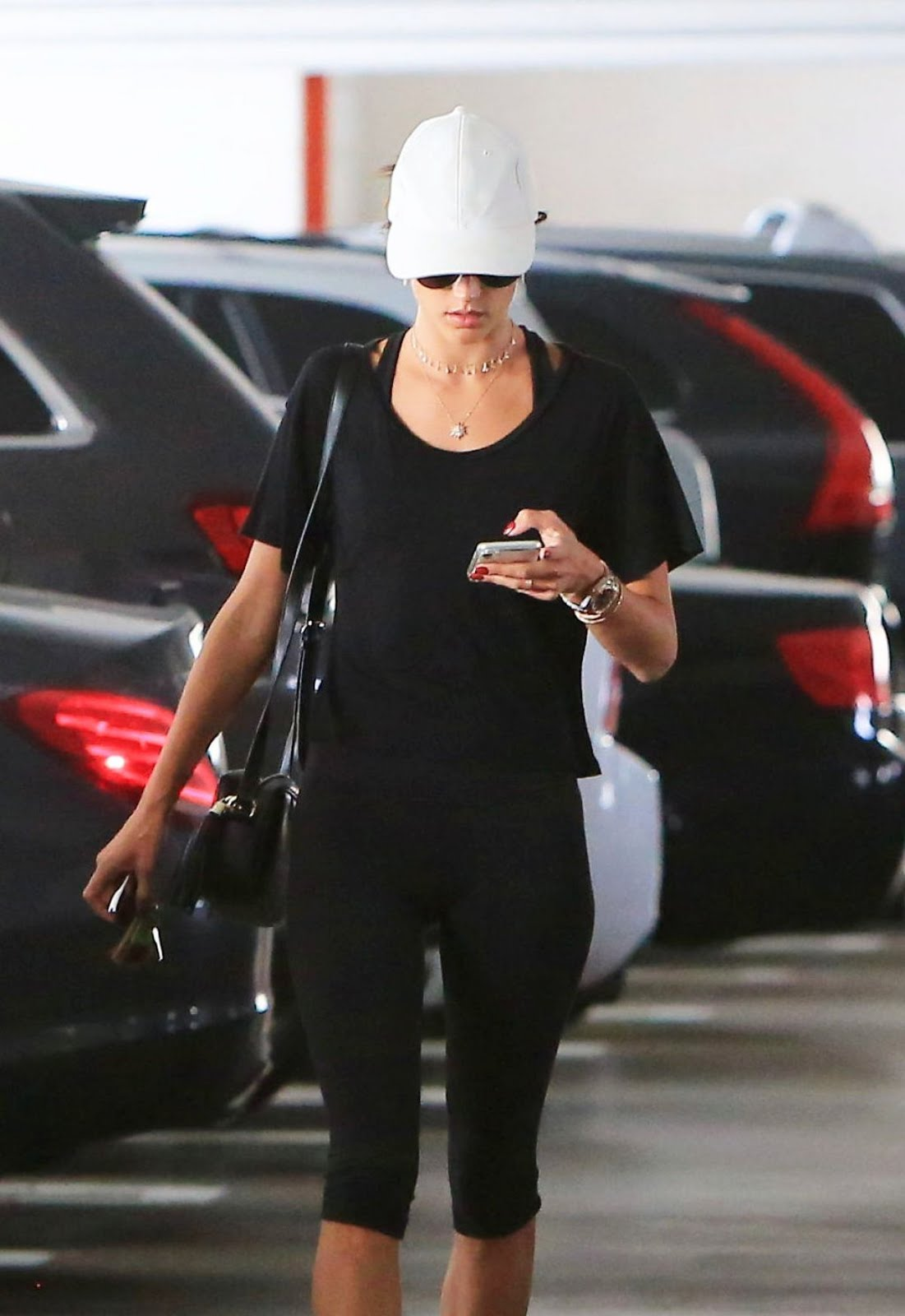 Alessandra Ambrosio In Leggings Arrives At A Gym In Brentwood 2018