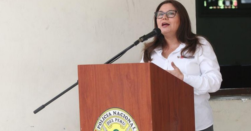 Ministra de la Mujer respalda que uso de falda en escolares no sea obligatorio