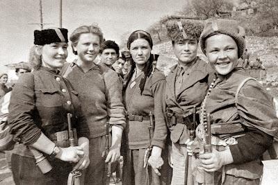 Imagini pentru mujer del ejercito rojo