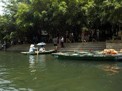 チャンアン(Trang An)川下り