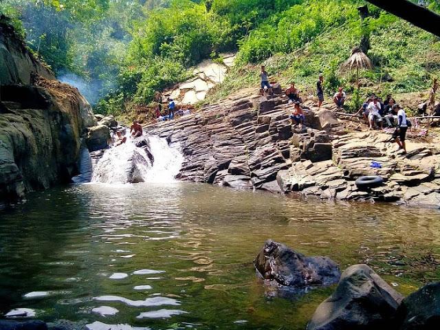 Merasakan dinginnya air sungai Bengkelung Park Pekalongan