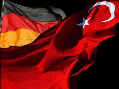 Η Μέρκελ αναθεωρεί με Τουρκία και απειλεί