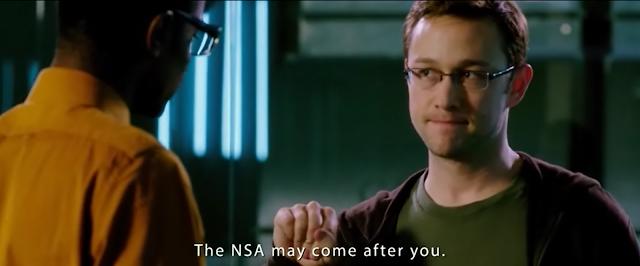Fotograma de Snowden en la película utilizando la lengua de signos americana