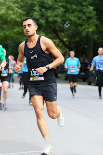 Babak Jahromi mid-stride running in a road race