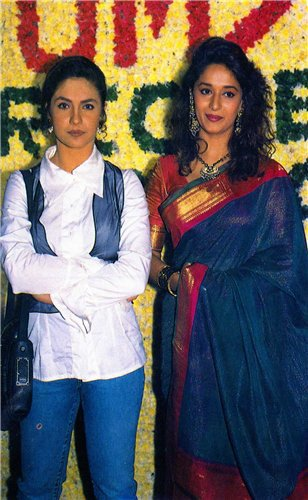 Madhuri Dixit And Pooja Bhatt On The Set