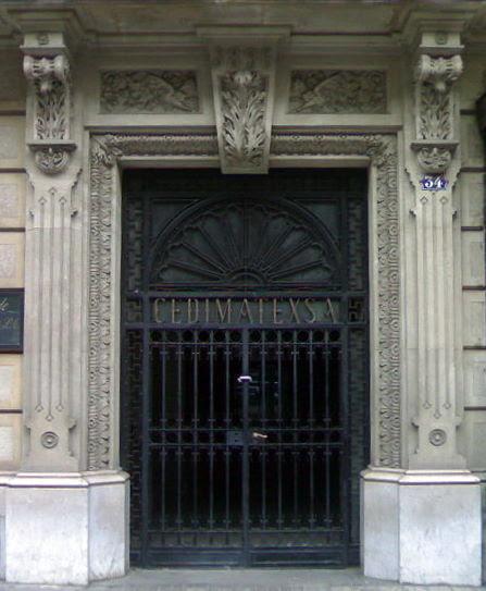 Entrada del bloque de pisos de REC