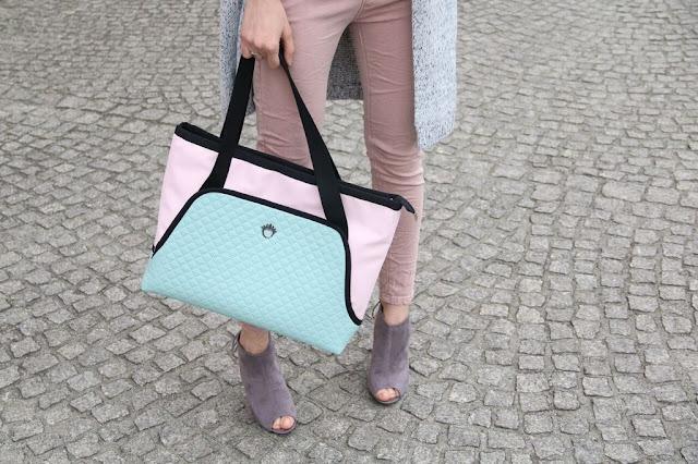 długi sweter, pastelowa torebka, długi sweter, Novamoda streetstyle, blog po 30-ce, streetstyle, osobista stylistka