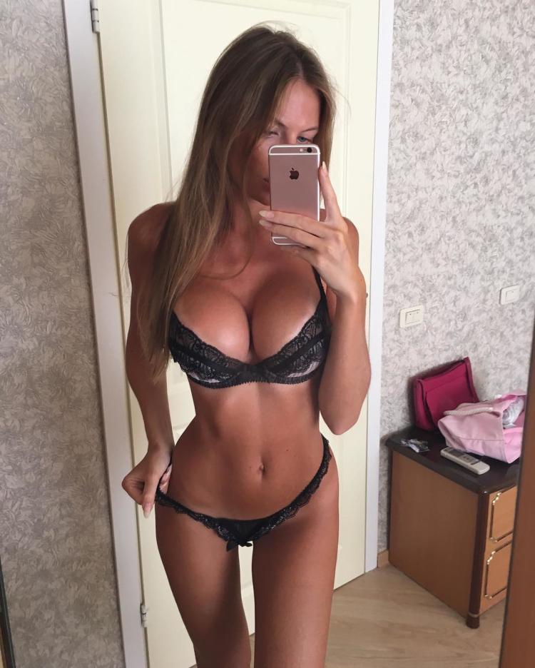 Russian fitness model, Anastasia Skyline