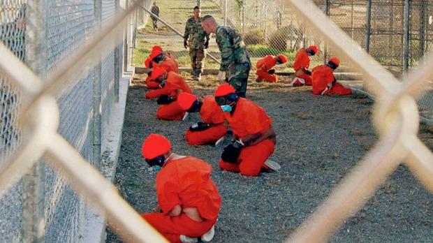 Ex-espião procura mostrar que o Reino Unido sabia das torturas em Guantánamo