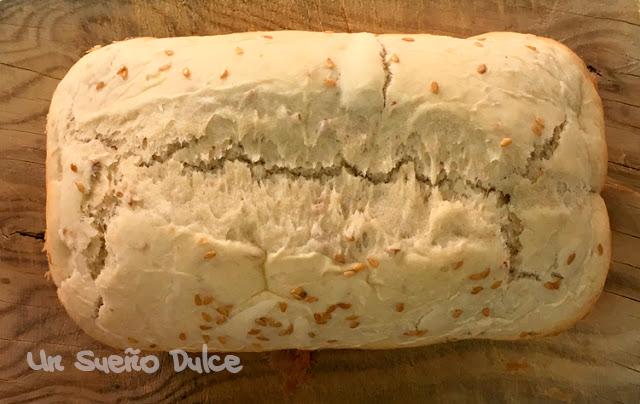 Pan con copos de avena y semillas de lino dorado
