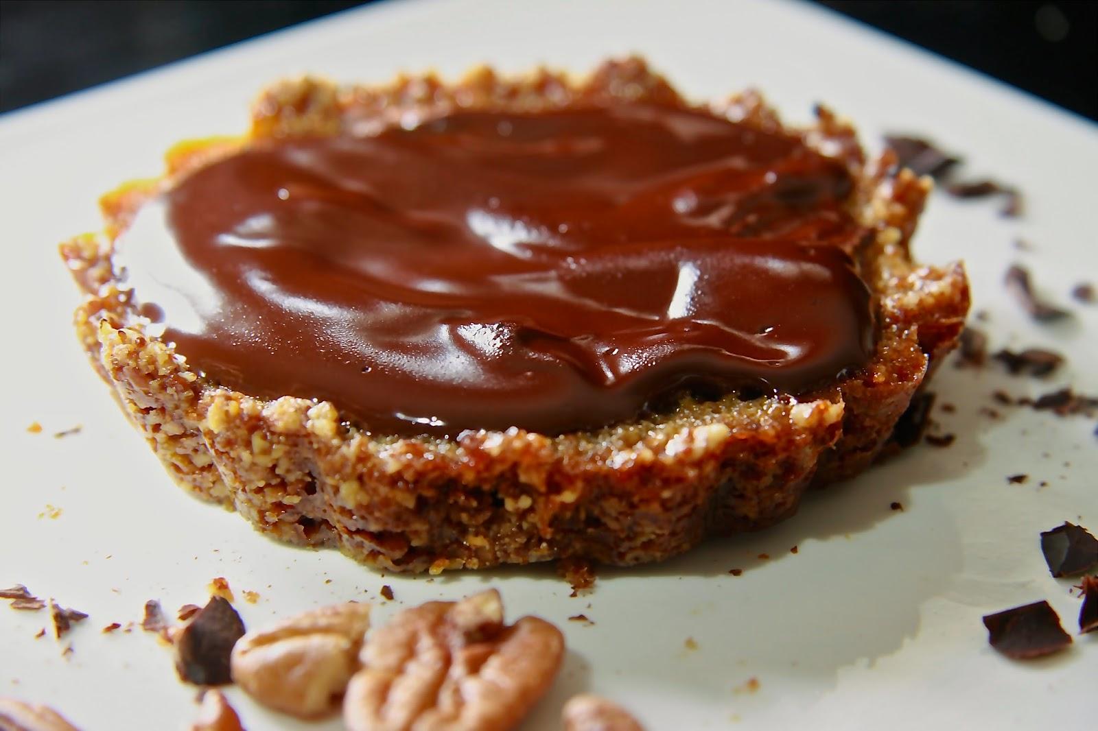 http://typeapaleo.com/2014/04/07/chocolate-pecan-pie-tarts/