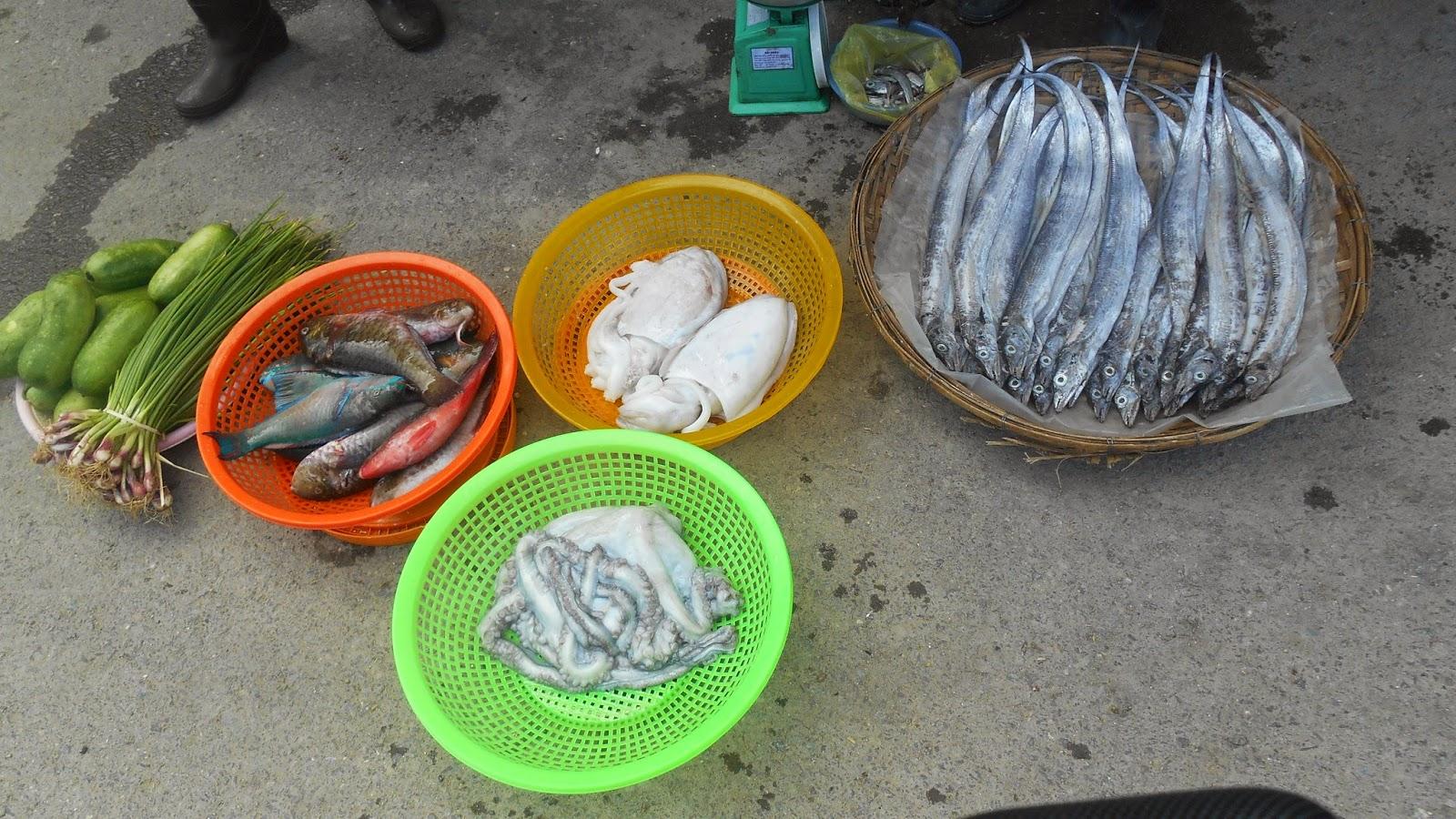 рыба, кальмары и овощи