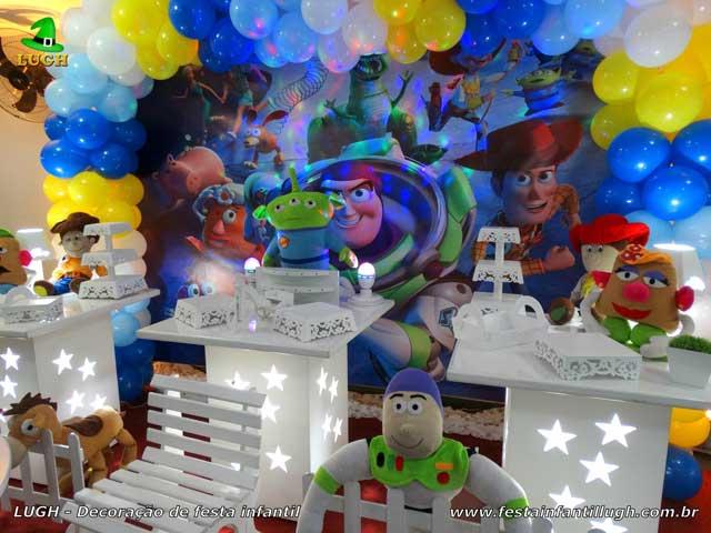 Mesa temática Toy Story provençal para festa de aniversário infantil