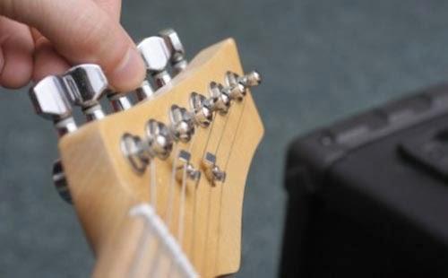cara menyetel gitar