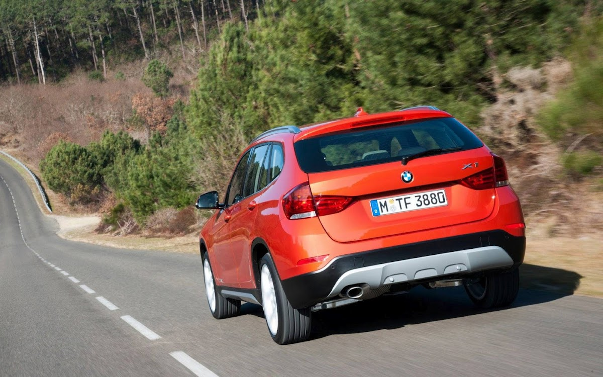 2013 BMW X1 Widescreen HD Wallpaper 3