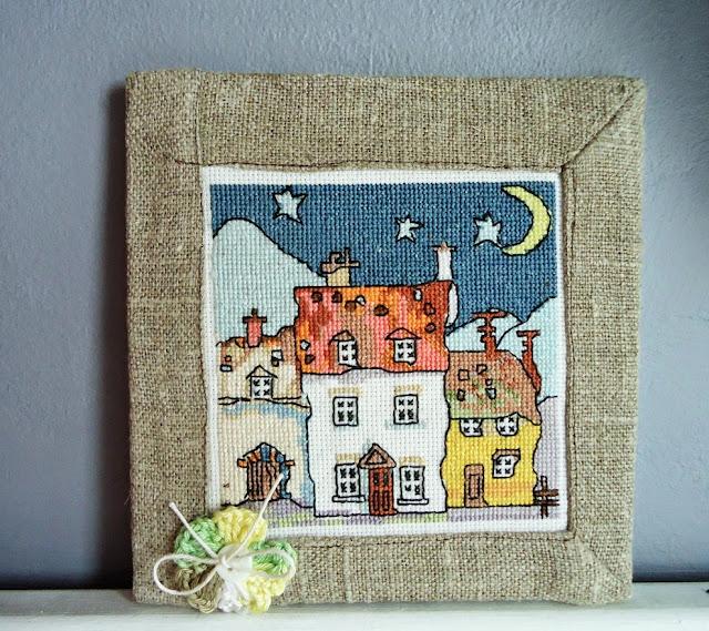 krzywe domki, haft, haftowany notes
