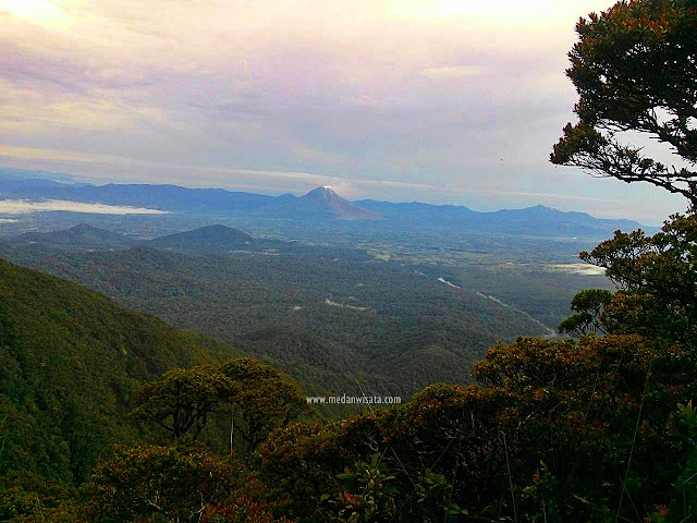 Gunung Sinabung dari Puncak Sibuatan
