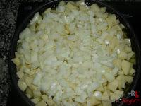 Friendo las papas con la cebolla