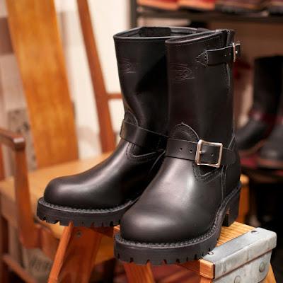 ブラックタイ ドメインレザーを使ったウエスコ ボス。光沢感やしなやかな履き味が魅力。