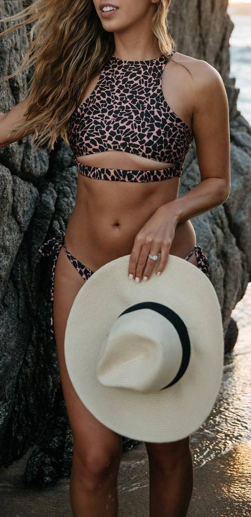summer outfit idea: animal print bikini + hat