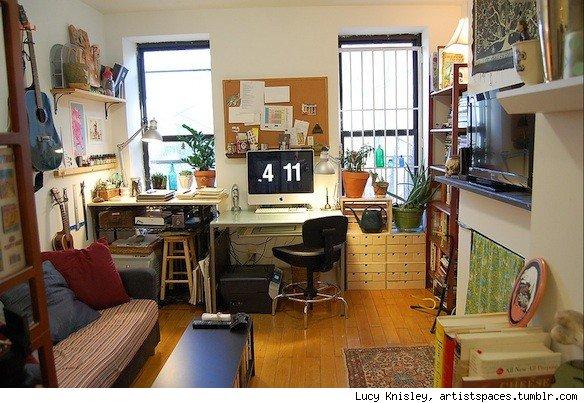Lucy Knisley's studio