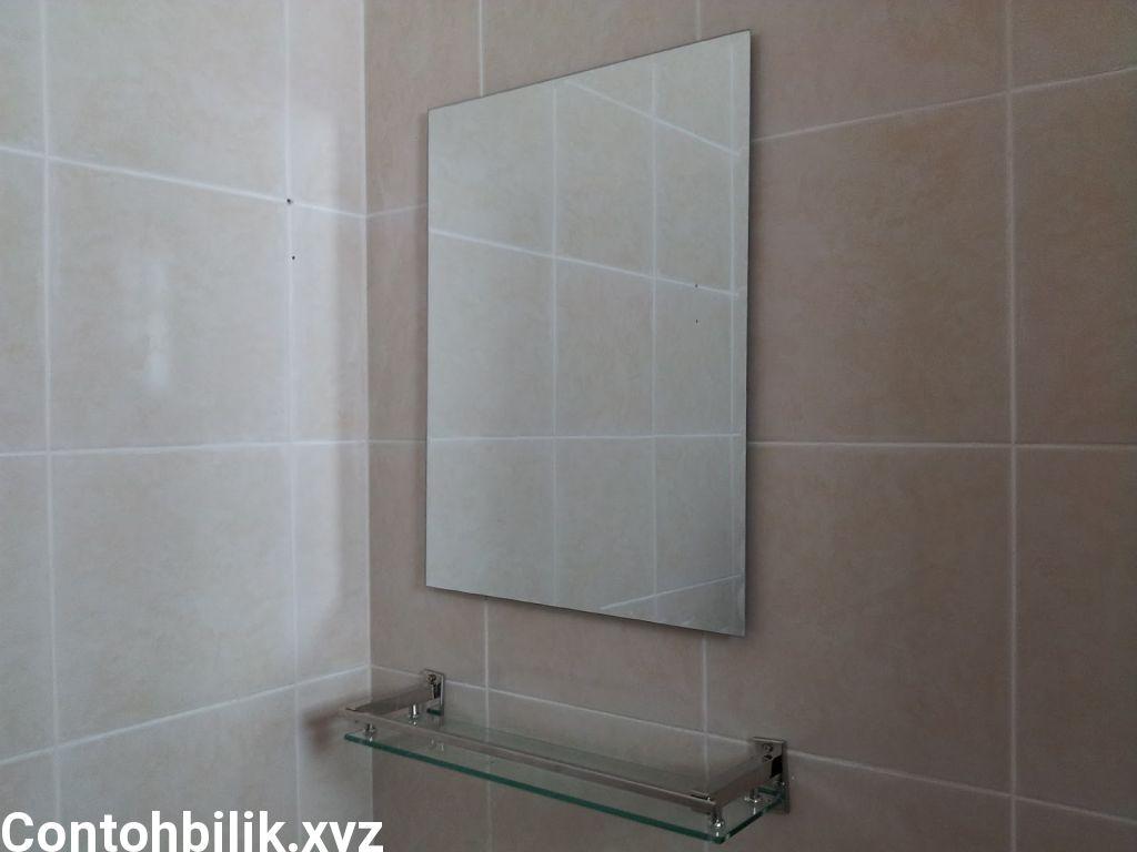 Bersihkan Cermin Bilik Air