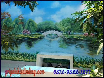 Mural lukis dinding pemandangan dalam taman