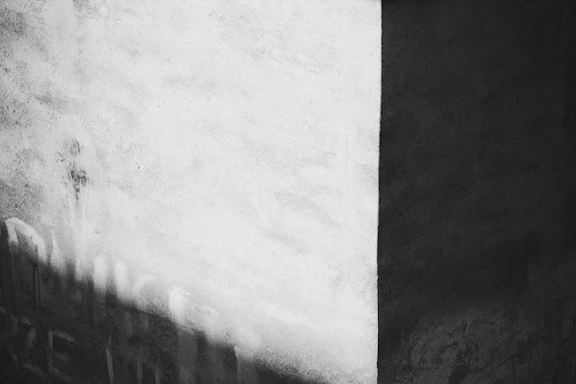 Fotografia abstrakcyjna. Szara geometria. fot. Łukasz Cyrus