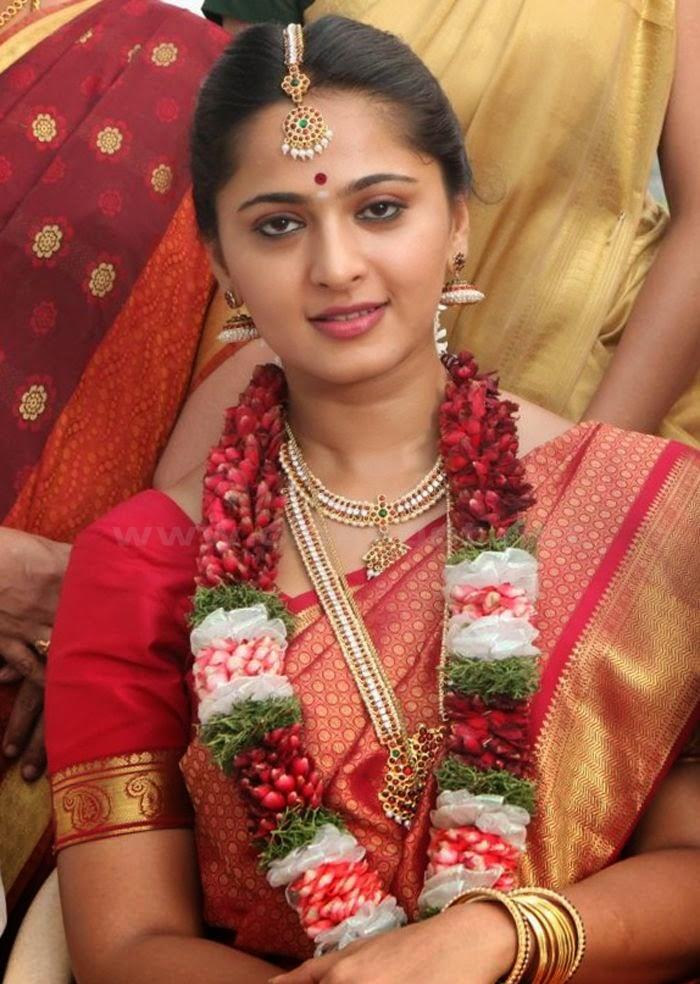 Kollywood Actress Anushka Shetty Cute Navel Stills In Red Saree