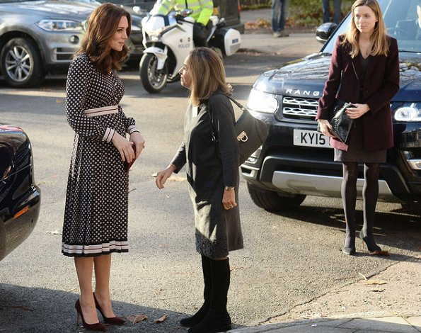 Kate Middleton wore new dress from US designer Kate SpadeGianvito Rossi Suede Pumps, carried Mulberry Clutch