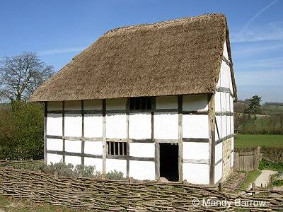 Dolls 39 houses and miniatures period style tudor and - What makes a house a tudor ...