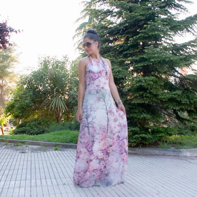 LOOK low cost vestido estampado con escote Halter estilo paula echevarria