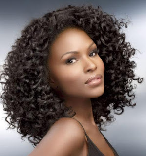 mujer negra permanente afro