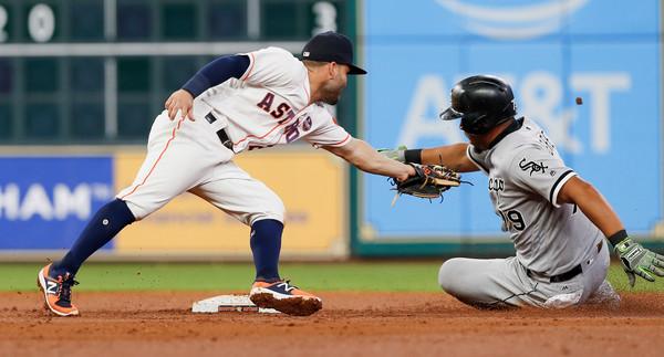 El slugger cubano va en serio con eso de convertirse en un robador de bases, a pesar de que sólo suma seis estafas en toda su carrera con Chicago.