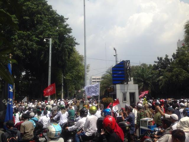 Gelar Aksi Lantunan Adzan, Massa Minta Sukmawati Dipenjarakan