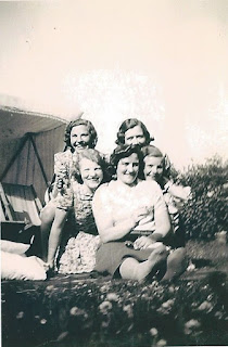 Dow Harper and sisters