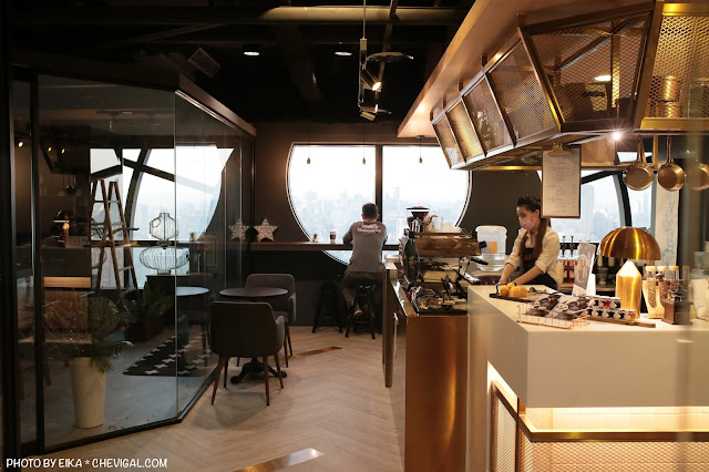 IMG 9858 - 台中南區│咖啡任務,全台最高樓層咖啡廳就在台中!隱身在商辦大樓裡的絕美夜景超療癒!