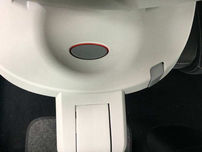 Britax-Dualfix-Car-Seat-close-up-of-button-to-release-lock-to-enable-seat-to-swivel