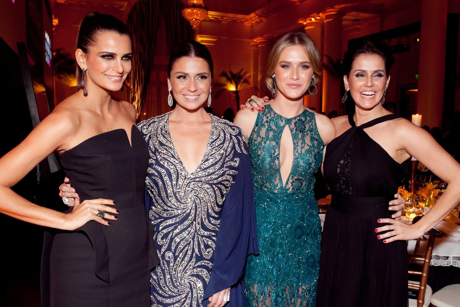 f51ba2f81 As quatro beldades prestigiaram o gala vestindo as coleções de Carla  lançadas ...