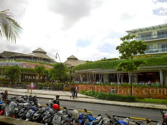 Beachwalk mall Kuta Beach