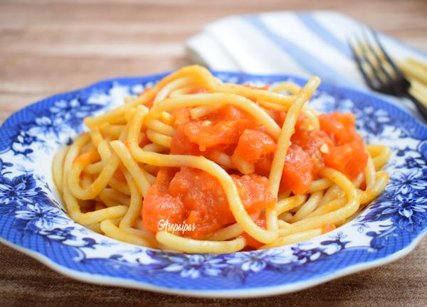 Pici Toscano con Salsa de Tomate y Ajo (Pici all'aglione)