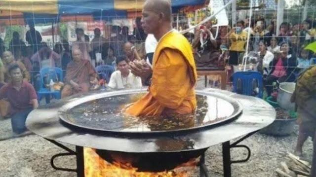 Sakti!, Video Biksu Budha Sedang Bermeditasi di Atas Panci yang Berisi Air Mendidih