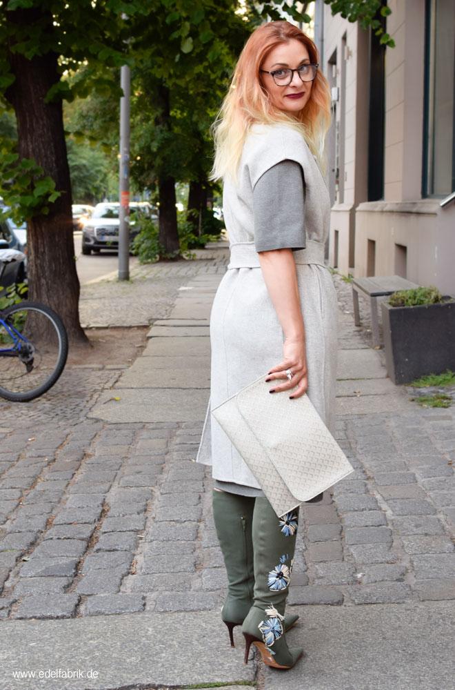 Longweste, Streetstyle mit Hellgrau und Grün, Outfits für Frauen Ü40